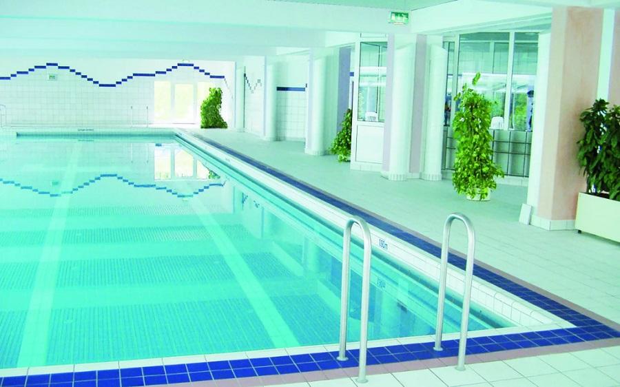 Как выбрать плиточный клей для бассейна