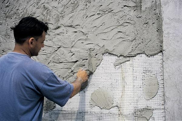 как наносить цементную штукатурку