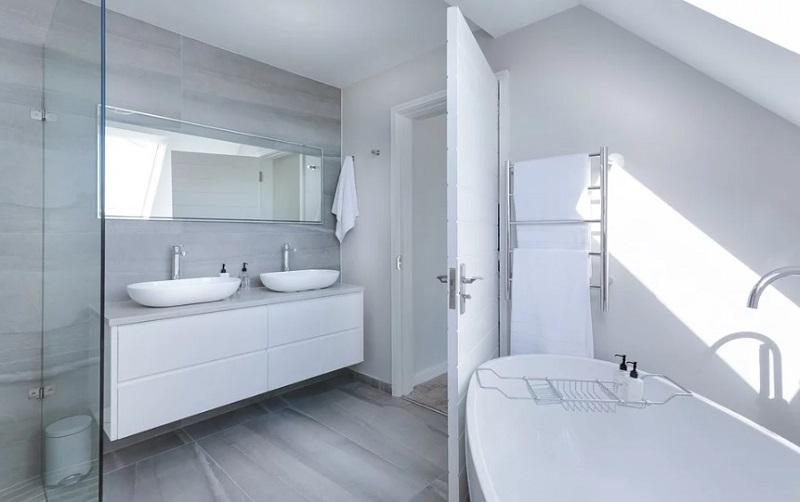 ремонт пола из ламината в ванной