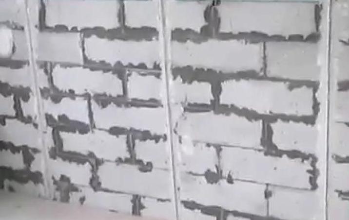 Чем обшить стену из пеноблока внутри